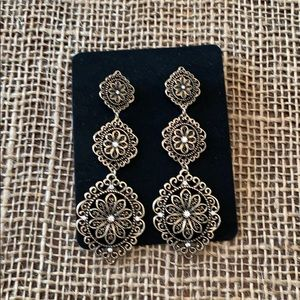 Jewelry - Perfect Black and Gold Tone Earrings